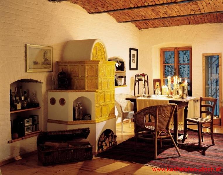 Kachelofen traditionell mit Sommerhuber Keramik, Bauernstube